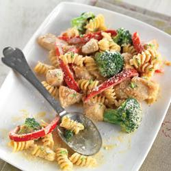 How to cook Creamy Chicken with Broccoli and Red Pepper Pasta