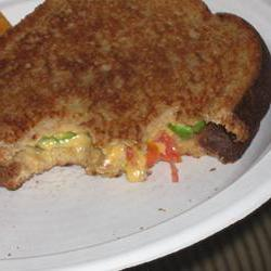 How to cook Grilled Cheese with Tomato, Peppers and Basil