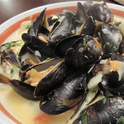 How to cook Steamed Mussels with Fennel, Tomatoes, Ouzo, and Cream